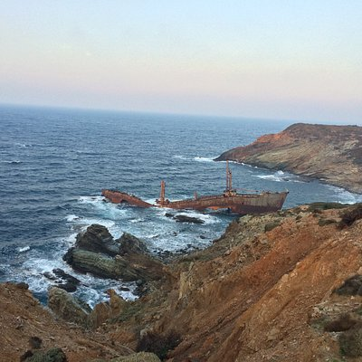 The wreck is hidden round the corner from Vori beach (right of it as you face beach)
