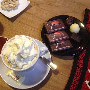 cappucino, chocolat et pralines