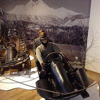Exponáty múzea - pretekári na dobových boboch