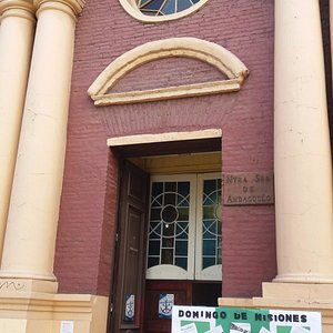 Santiago de Chile, Parroquia Andacollo. Acceso Iglesia.