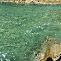 iL colore del mare alla spiaggietta di punta Crena