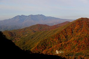 ロープウェイで少し上がると谷川岳の雄姿がはっきり見えてきます