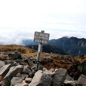 関東以北の最高峰:2578mです!残念ながら南側は雲が多く、富士山は観えず。。。