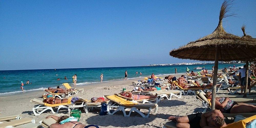 Пляж в Махдии на побережье.