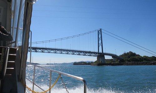 海上からみた橋