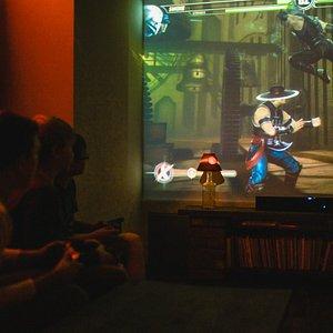 Игры XBox и PlayStation на больших экранах.