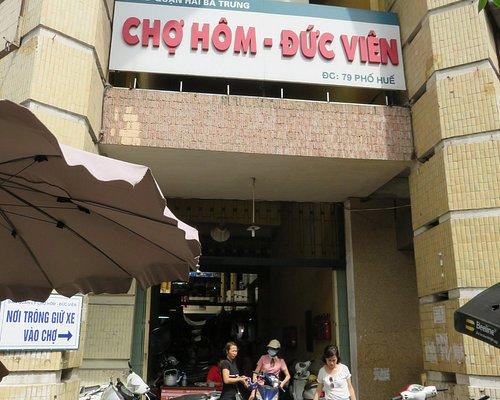 Market entrance (near number 81, crossing with Tran Xuan Soan)
