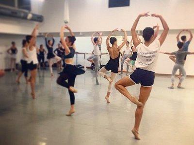 Photo d'un cours de danse classique au studio