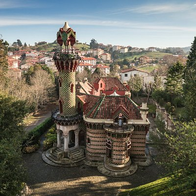 Vista aérea de la fachada Oeste del Capricho de Gaudí.