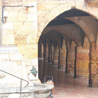 arcadas góticas em tarragona