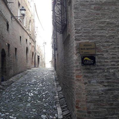 Il vicolo dove c'è l'ingresso