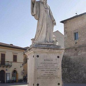 Il monumento a San Benedetto da Norcia