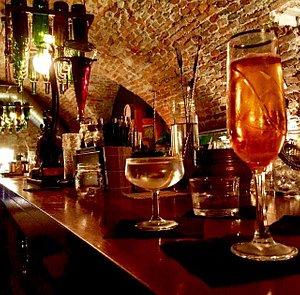 Due cocktail e vista bancone