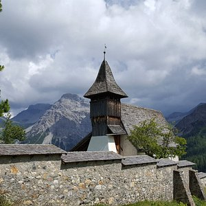 Das Bergkirchli in Innerarosa etwas erhöht am Hang