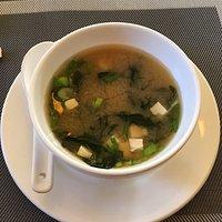 Sehr gutes Mittagsmenüs zur Auswahl. Alle mit Suppe oder Frühlingsrolle. Günstig und nette Bedie