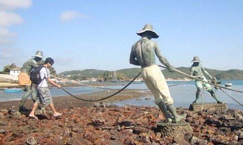 haciendo como que tiramos las redes junto a estos pescadores