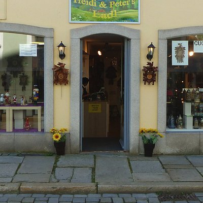 The shop front of Heidi& Peter's Ladl