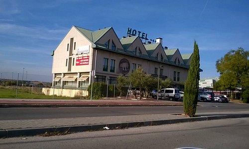 Edificio del hotel Miralcampo.