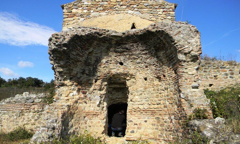 Ingresso nel Calidarium da un locale col tetto a cupola, semidistrutto