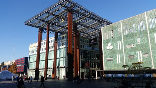 Piazza Center