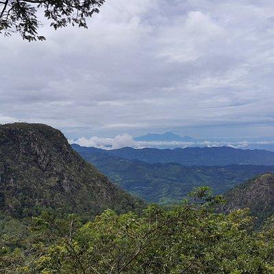 Se puede ver el Volcan San Cristobal al fondo y la cadena volcanica completa