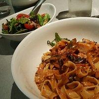 Fettuccine Pollo & fungi (main size) with piccolo salad in background