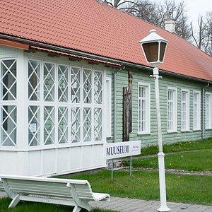 The longest wooden house in Kärdla, littlebit over 60 meters. Main house of Hiiumaa Museum.