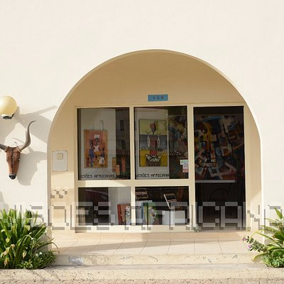 Entrance to our shop (opposite Morabeza Hotel and the drop off point from Melia and Villa Verde)