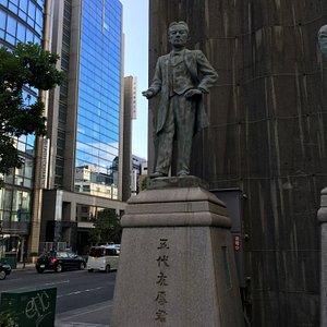 大阪商工会議所ビル前銅像