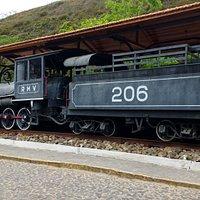 vista lateral da locomotiva historica