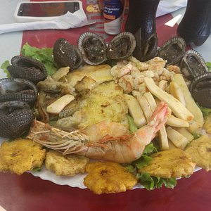Linda playa y buena comida