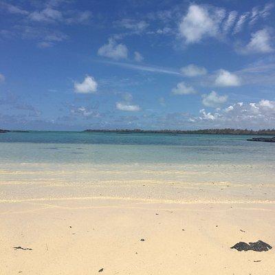 Petite plage déserte à l'arrière de l'île aux Bermaches