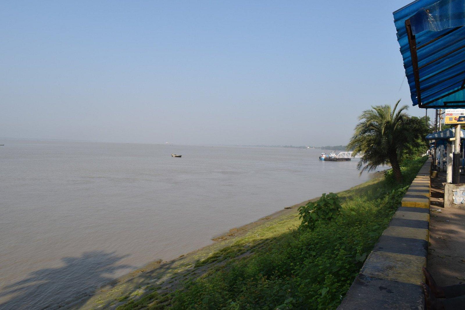 River at diamond harbour