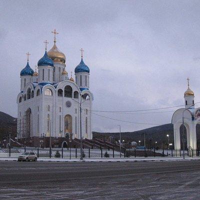 Вид собора со стороны комплекса Победы