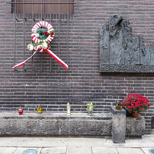 Memorial outside the entrance to the Gestapo Museum (30/Oct/16).