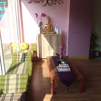 Based on the traditional Thai concept of 'Ruan Un' or 'Warm House', meaning  a welcoming, cosy a