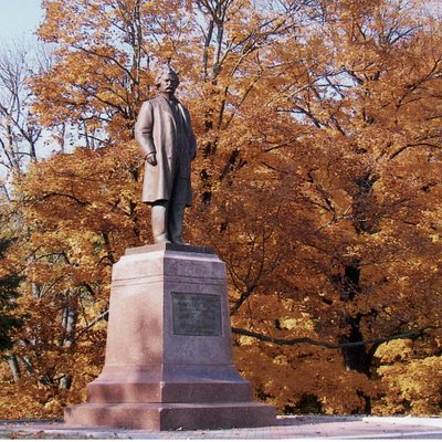 Mark Twain Statues with fall colors