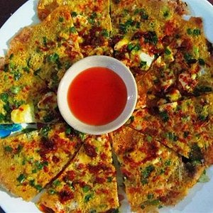 """This is what's so called """"dalat pizza"""" . Strange, fantastic and unique"""