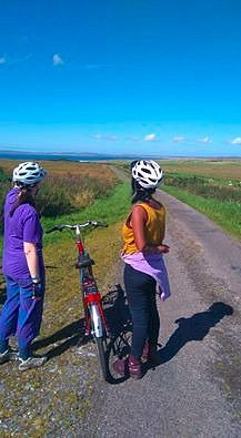 cyclist explore Islay with islaycycles bikes