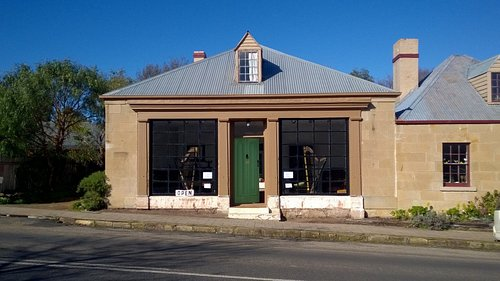 Warwick Oakman's Richmond gallery.