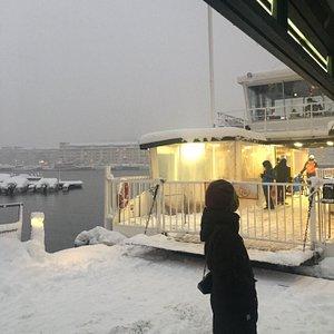 Pålitlig går i alla väder Emeli till Hammarby Sjöstad från Nybroviken.