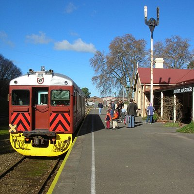 Railmotor in station
