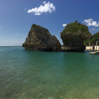 Ein wunderschöner Strand. Es hat einige kleine Restaurants, in welchen man sich zu normalen Prei