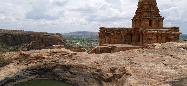 Бадами - храмы в скалах