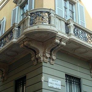 Bel balcone d'angolo