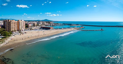 zona playa, puerto de pesca y puerto deportivo junto al Parador