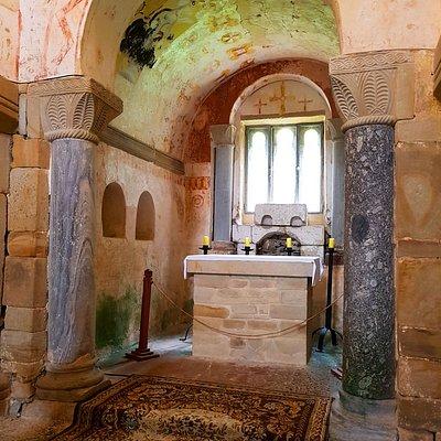 Iglesia de San Salvador, ubicada en el monasterio de Valdedios, en la población de Villaviciosa,