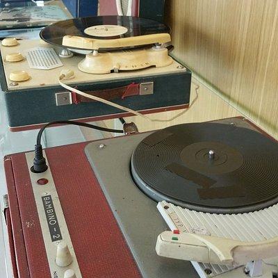 ciekawy zbiór gramofonów