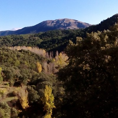 Vista del arroyo de Pradonegro desde el paraje de las cuevas.