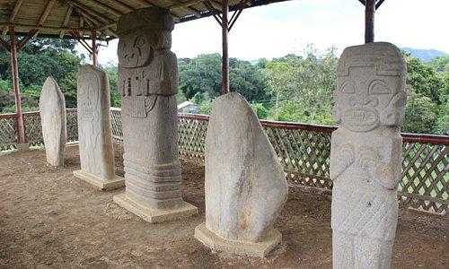 The 5 statues of El Tablon
